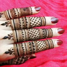 Simple Mehendi designs to kick start the ceremonial fun. If complex & elaborate henna patterns are a bit too much for you, then check out these simple Mehendi designs. Henna Hand Designs, Latest Finger Mehndi Designs, Mehndi Designs Book, Mehndi Designs For Beginners, Mehndi Design Pictures, Mehndi Designs For Fingers, Bridal Mehndi Designs, Simple Mehndi Designs, Mehndi Images