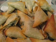 "My ""go to"" Spanakopita recipe comes from none other than Christine Cushing as published by Canadian Living. Though I like to cheat and spray Butter Flavoured non-stick cooking spray between sheets of. Christine Cushing, Spanakopita Recipe, Brushing, Pinterest Recipes, Melted Butter, Food Dishes, Finger Foods, Appetizers, Finger Food"