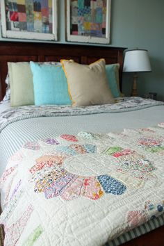 Have to make a Dresden quilt with 30's prints. Love them.