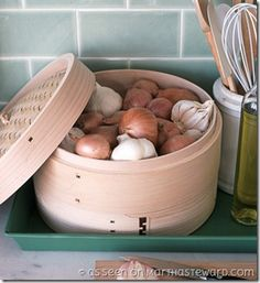 Le idee più semplici sono sempre le più belle…e sono sempre sul sito di MarthaSteward!    Il cestello di bambù per cucinare a vapore può essere us