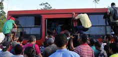 Motoristas de ônibus podem parar por 3 horas nesta sexta Apesar de o presidente do Sindicato dos Rodoviários de Pernambuco, Patrício Magalhães, afirmar que não haverá nenhum protesto e que a circulação de ônibus acontecerá normalmente nesta sexta-feira (14), motoristas que fazem oposição ao sindicalista garantem que os ônibus irão parar por três horas, das 6h às 9h da manhã.  Publicado em 13.06.2013, às 16h31 (Leia [+] clicando na imagem)