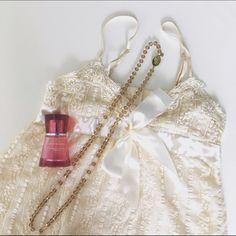 Boutique white lace top Beautiful white leave top NWOT. Adjustable elastic straps. Size XS. Boutique Tops