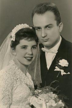 Antique Wedding Dresses, Vintage Wedding Photos, Vintage Gowns, Vintage Bridal, Wedding Couples, Wedding Pictures, Wedding Bride, Vintage Weddings, Chic Vintage Brides