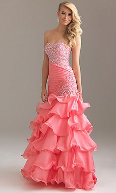 Loev the dress and Hair! <3