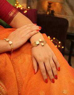 'Designer pulseiras & Bangles s Gold Diamond Earrings, Gold Bangles, Bangle Bracelets, Diamond Bracelets, Kundan Bangles, Tiffany Bracelets, Black Bracelets, Diamond Studs, Diamond Rings