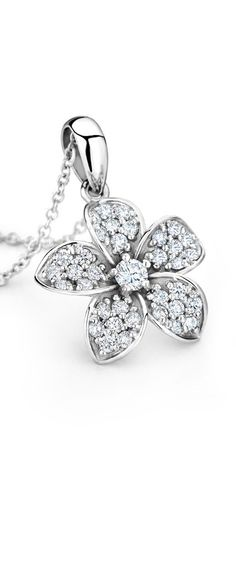 This gorgeous floral necklace is the perfect accessory for a simple summer dress. ==