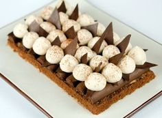 Crunchy chocolate cake, Desserts, Crunchy chocolate cake - And if it was good . Beaux Desserts, Fancy Desserts, Köstliche Desserts, Fancy Cakes, Plated Desserts, Delicious Desserts, Pastry Recipes, Cake Recipes, Dessert Recipes