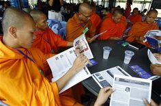 In this July 30, 2014 photo, Cambodian Buddhist monks read the court document books during a court break of a hearing to prepare for the genocide trial of two surviving leaders Khieu Samphan and Noun Chea, at the U.N.-backed war crimes tribunal in Phnom Penh, Cambodia. (AP Photo/Heng Sinith) ▼7Aug2014AP|Experts look at Cambodia's Khmer Rouge trial http://bigstory.ap.org/article/experts-look-cambodias-khmer-rouge-trial #Phnom_Penh