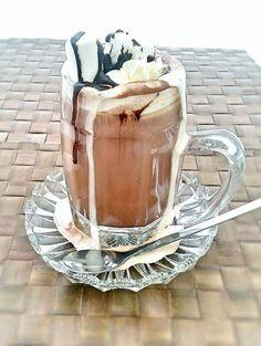 Varm choklad med extra ALLT! - ZEINAS KITCHEN Coffee Recipes, Marshmallows, Smoothies, Mason Jars, Milkshakes, Chocolate, Drinks, Tableware, Desserts