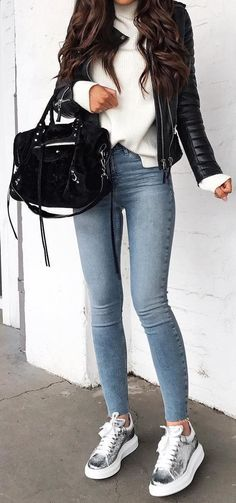 Exceptional And Cute Winter Outfit Ideas Skinny Jeans + Metallic Sneakers + Leather Jacket + White Sweater Casual Going Out Outfits, Cute Winter Outfits, Winter Fashion Outfits, Fall Outfits, Winter Going Out Outfits, Sweater Fashion, Summer Outfits, Fashion Mode, Look Fashion