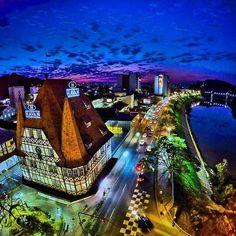 Blumenau - SC  Foto: @kakowaldrich #blumenau #sc #santacatarina #brasil #brazil #suldobrasil #southamerica #américadosul #noite #night #lights #luzes #viagem #viajar #viajando #destino #turismo #trip #travel #traveling #destination #wanderlust #instatravel #travelgram #bemvindosabordo #instatrip by bemvindosabordo https://www.instagram.com/p/_iENGxK9xH/ #Flickr via https://instagram.com/hotelspaschers