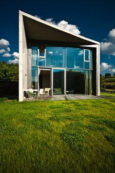 W1siziisijuyodi5mzqwogezodm4mgjkmjawmdaxncjdlfsiccisinrodw1iiiwinzq2edq5nyjdxq Table And Chairs, Concrete, Garage Doors, Exterior, House Design, Windows, Architecture, Building, Outdoor Decor