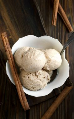 Make this with only coconut milk to make it AIP! This cinnamon ice cream is the taste of the holidays in a rich, creamy, coconut milk ice cream. Vegan, clean eating, gluten free and made without refined sugar. Gluten Free Desserts, Vegan Desserts, Dessert Recipes, Diabetic Desserts, Mexican Desserts, Apple Desserts, Plated Desserts, Recipes Dinner, Diabetic Recipes