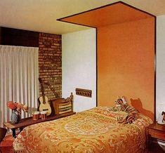 cabecero de la cama pintado de naranja y blanco 1