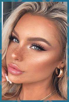 Noble black eyeliner make-up for a natural … Black Eyeliner Makeup, No Eyeliner Makeup, Hair Makeup, Eyeliner Waterline, Eyeliner Styles, Winged Eyeliner, Prom Makeup, Wedding Makeup, Eyeliner For Hooded Eyes