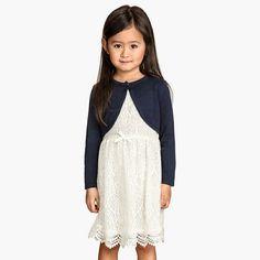 Đầm H&M cho bé cực xinh từ 10kg đến 30kg - KHÔNG KÈM ÁO KHOÁC Quần áo bé gái Đầm ren H&M, hàng xuất xịn, cắt mạc.  Chất vải ren dày, mềm, mát, mặt trong lót vải thun mỏng, nhẹ.
