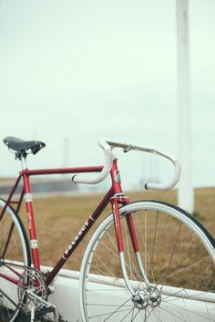 Mi Peugeot fixed-fixie-trackbike Reynolds531 tubing-Campagnolo Record-Ideale-Mavic-Stroglight  Foto por Martina Matencio