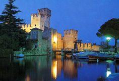 Castelli d'Italia: quali sono i più belli da visitare? Il Castello Scaligero di Malcesine Castelli d'Italia : quali sono i più belli da visitare? Periodo...