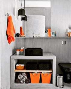 Boa noite  Um banheiro pequeno com apenas pequenos toques de cores já faz toda a diferença!! www.diycore.com.br #amor #arte #arquitetura #blog #casa #banheiro #bathroom #diy #decoração #decor #decoration #espelho #organizador #YouTube #video #decoracion #homedecor #home #homesweethome #homestyle #instalove #instadecor #instalike #instaphoto #instagood #instapic #armario #pia