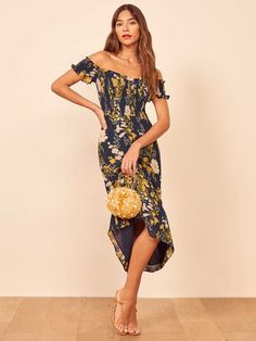 This murphy dress has a floral print on it. With an off the shoulder design, the strapless design has a fitted and smocked bodice with a sweetheart neckline. It is fully lined and has a relaxed fitted skirt. Wear this dress with a pair of nude heels. Polka Dot Maxi Dresses, Floral Midi Dress, Date Night Dresses, 15 Dresses, Pretty Dresses, Dresses Online, Bohemian Summer Dresses, Boho Dress, V Neck Dress