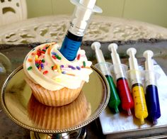 Whether you are a Mad Scientist or a Sweet Nurse, it's time to take that syringe and infuse your cupcakes with flavors of your choosing. Nurse Cupcakes, Kid Cupcakes, Graduation Cupcakes, Cupcake Party, Cupcake Cakes, Science Cake, Science Party, Mad Science, Mad Scientist Party