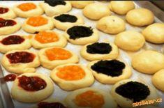 Kolaciky z kysnuteho slahackoveho cesta (muka Baking Recipes, Cake Recipes, Czech Recipes, Italian Cookies, Desert Recipes, Sweet Recipes, Cheesecake, Good Food, Food And Drink