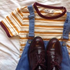 【yellow and white striped shirt with dark red neckline with dark red shoes 】