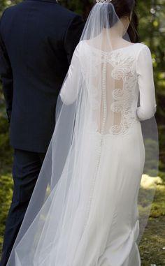 &I want Bella's wedding dress! <3