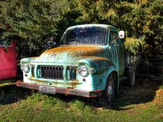 Old Bedford Truck, New Zealand | Flickr - Photo Sharing! An old Bedford truck. A lovely old truck. At first, I thought the bright colour on the bonnet was the original paint, but a close inspection showed that it was a lichen growth, happily growing on the paintwork