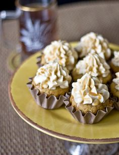 I love cupcakes and I love Harry Potter so you better believe I am gonna make these...Butterbeer cupcakes!
