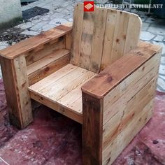 Egeiro Achlys has made th - Wood Decora la Maison Pallette Furniture, Wood Pallet Furniture, Wood Pallets, Pallet Boards, Pallet Chairs, Pallet Projects Diy Garden, Small Wood Projects, Wood Arm Chair, Diy Chair