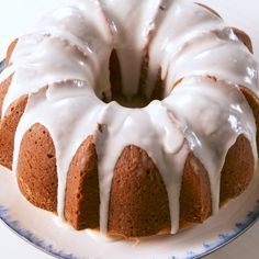 An easy bundt cake recipe, perfect for parties, breakfast or dessert. A simple cake that everyone will enjoy. Vanilla Bundt Cake Recipes, Pound Cake Recipes, Food Cakes, Cupcake Cakes, Cupcakes, Delicious Desserts, Dessert Recipes, Yummy Food, Dessert Oreo