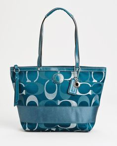 Unbelievable About This Coach Site! Save OFF Now! I always keep my daily supplies on my coach bag! Cheap Coach Handbags, Cheap Coach Bags, Purses And Handbags, Trendy Handbags, Coach Outlet, Fashion Handbags, Fashion Bags, Runway Fashion, Teen Fashion