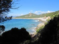 #Corse #Compomoro.  Promenade sauvage traversant une nature intacte tout en longeant la mer et une myriade de petites #criques.   http://vp.etr.im/4f77