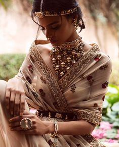 Lovely Indian Bride - Gorgeous layered necklace with beige outfit. Deepika Padukone's Choora & Kaleere Were By This Brand! Here's A Look At Some Of Their Most Gorgeous Pieces We are back with the best bridal things we spotted this month- and there are so Indian Attire, Indian Wear, Mode Hippie, Indian Aesthetic, Neue Outfits, Indian Wedding Outfits, Bridal Outfits, Indian Couture, Indian Designer Wear