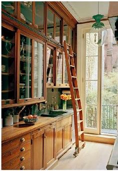 Antique woodwork, library ladder, and a balcony? *~❤️•❦•:*´`*:•❦•❤️~*