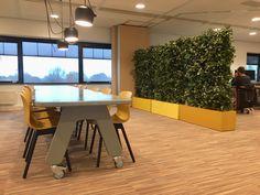 Green wall divider met kunstplanten / artificial plants