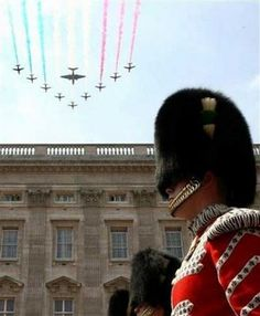 Red Arrows, Buckingham Palace and a Guard.
