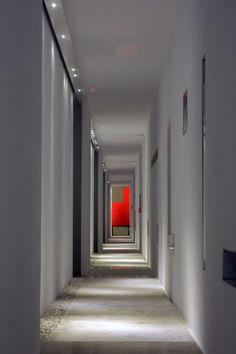 Iluminación de hoteles. Iluminación de pasillos. El Hotel Encanto en Acapulco; un trabajo de introspección de Miguel Ángel Aragonés.   diariodesign.com