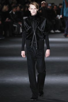 See the complete Ann Demeulemeester Fall 2016 Menswear collection.