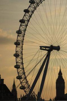 Biggest ferris wheel in the world!!!http://travelingtroubadour.com