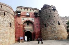 Old Fort : A genesis of a masterpiece It was founded by the second Mughal Emperor, Humayun in 1533 at the site of ancient city of Indraprastha, believed to be the capital of the Pandavas.