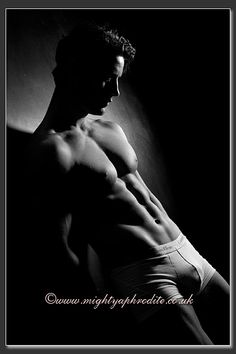 Boudoir photography for Men, Male Body Portraits, Mens Fitness Photo Shoots, Men's Physique Photos, Dudeoir, Reading, Berkshire, Dudoir UK - Photography - Black and White - Pose