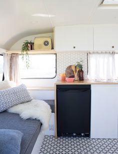 This sweet little caravan has been given the most stylish makeover - caravanas - caravanas interior - caravanas vintage - caravanas restauradas - caravanas renovation - caravana retro Small Spaces, Interior, Home, Camper Makeover, Vintage Caravan Interiors, Camper Living