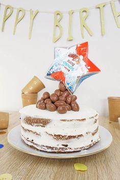 Ma recette de gravity cake aux Schokobons et chocolat au lait va faire baver vos invités :) Le goût moelleux et léger), le visuel, vous devez l'essayer ! Anti Gravity Cake, Gravity Defying Cake, Macaron Le Glouton, Mnm Cake, Skittles Cake, Cake Dowels, Rainbow Sprinkle Cakes, Popcorn Cake, Cake Structure