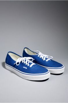 I know it seems weird, but instead of the cliché converse shoes for grooms, I want royal blue van! love it!