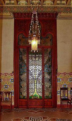 Casa Navàs. Reus. Las vidrieras son obra de Jeroni Ferran Granell i Manresa.  Las baldosas son de Hipólito Montseny.