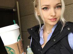 Dove comenzando el día con un cafecito