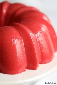 This Creamy Strawberry Jello Mold has a smooth and creamy texture, so delicious, and super easy using only a few pantry staples. Perfect for a Sunday brunch or potluck! Jello Dessert Recipes, Dessert Salads, Fruit Salads, Salad Recipes, Custard Desserts, Cranberry Jello, Orange Jello, Jello Gelatin, Jello Molds