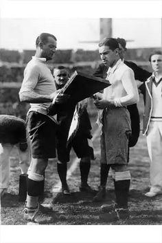 Nasazzi y Ferreira, sorteo previo a la final del mundial de 1930